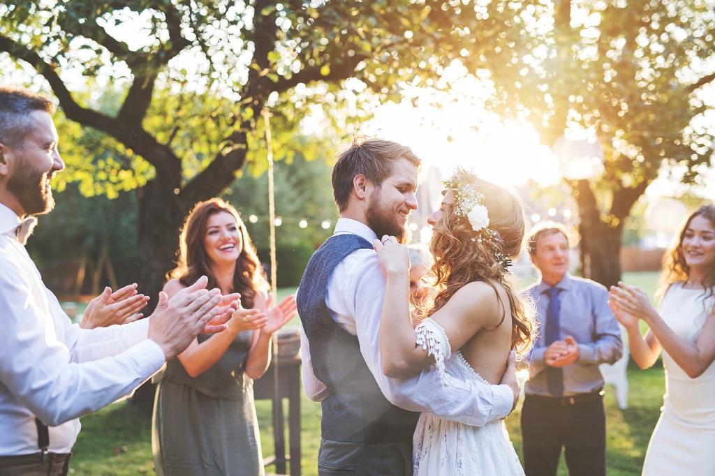 Hochzeitstanz Traumhochzeit Garten Vintage